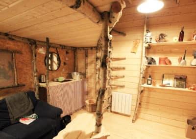 vue intérieure d'un chalet individuel de notre camp à Älgbäck en Laponie suédoise