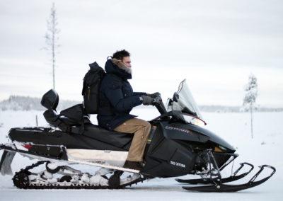 la motoneige est aussi proposée dans nos séjours chiens de traîneau en Laponie